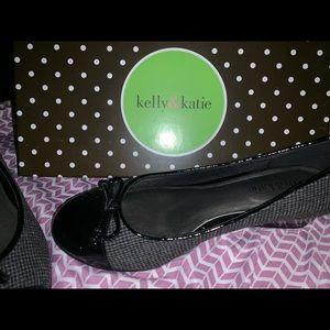 Kelly & Katie Grey/Black Wedge Dress Shoe